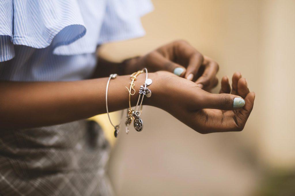 Bracelet restringing